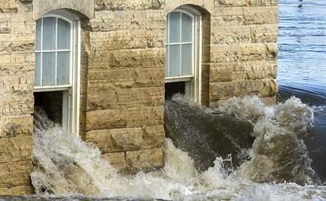 V Iowě se prothla přehrada a zaplavila stovky domů (25. července 2010)