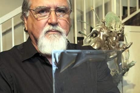 Rick Norsigian s jedním ze skleněných negativů, které s největší pravděpodobností vytvořil známý fotograf Ansel Adams (28. července 2010)