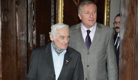 Kramářova vila. Premiér Mirek Topolánek a Milan Paumer. Ocenění, medaile za odboj, Praha, 4. března 2008