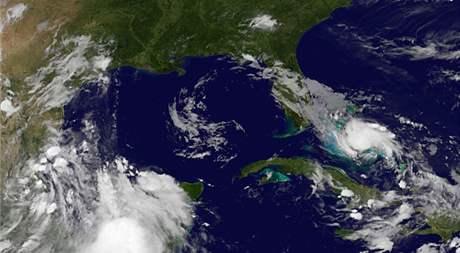 Bouře Bonnie na satelitním snímku 22. července 2010