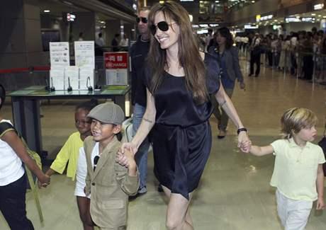 Angelina Jolie přivezla do Japonska na premiéru i své děti