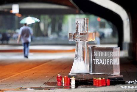Německo truchlí za oběti tlačenice na Loveparade v Dusiburgu.