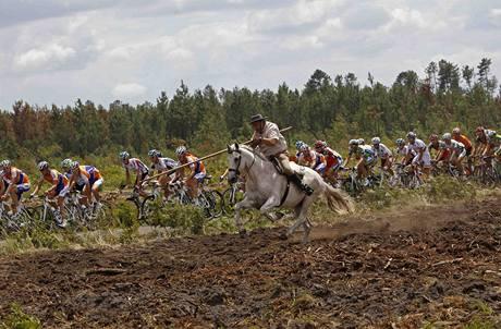 18.etapa Tour de France kolem pelotonu se proběhl i kůň