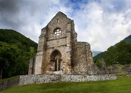 Zbytky cisterciánského kláštera d'Aulps u vesnice Saint-Jean-d'Aulps ve Francii.