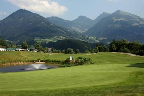 Golf v Kitzbühelu - hřiště Eichenheim je obklopeno horami ze všech stran.
