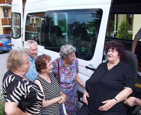 Autobus na zavolanou slouží i seniorům