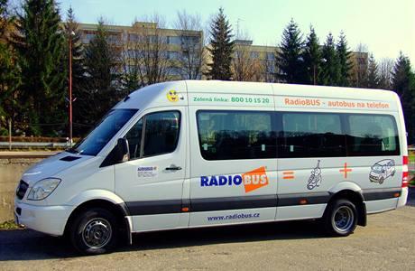 Autobus na zavolanou je menší než obvyklé autobusy