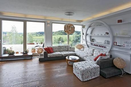 Hodnotou domu je všudypřítomný výhled do volné krajiny.