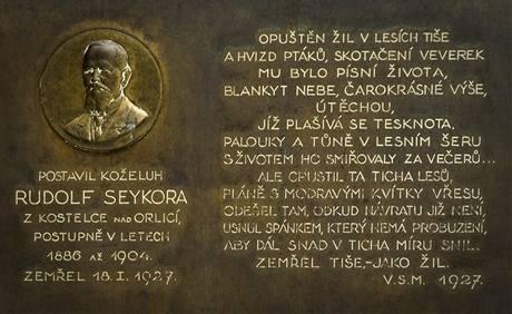 Pamětní deska Rudolfa Seykory, který vilu Sklenářku nechal postavit
