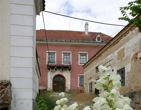 Část hradu si Karel Muzikář upraví pro vlastní bydlení