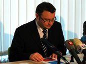 Ministr životního prostředí Pavel Drobil (třetí zleva) představuje své programové priority