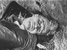 Rumunští vědci exhumovali ostatky komunistického diktátora Nicolae Ceaušeska a jeho ženy Eleny.