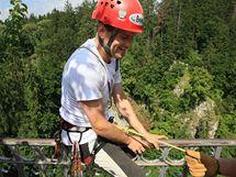 Jan Říha jako první nevidomý horolezec pokořil propast Macocha (21. července 2010)