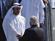 Ministr zahraničí Spojených arabských emirátů šejk Abdulláh bin Zajíd Al Nadžan v afghánském Kábulu (20. 7. 2010)