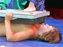 Děti v příměstském táboře v Lužánkách secvičily za týden představení s Cirkusem Legranda, které zahrály svým rodičům. (23. července 2010)