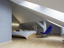 Ložnice je orientována do vnitrobloku, je tak zcela klid na spaní