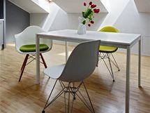 Židle z kolekce Eames Plastic Side byla navržena již před více než 50 lety, jen laminát nahradil polypropylen