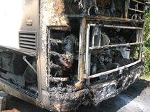 Požárem zničený autobus u Drahan na Prostějovsku