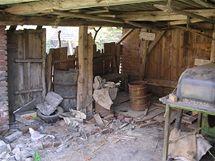 Kůlnu bylo nutné nejprve vyklidit od starého nepořádku