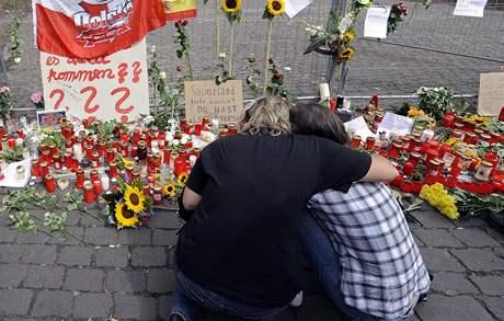 Německý Duisburg si připomíná tragedii z minulé soboty na Loveparade (31. července 2010)