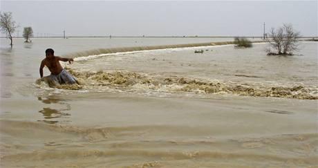 Silné monzuny přinesly do Pákistánu smrtící záplavy