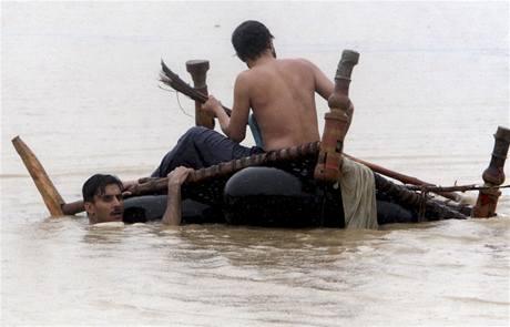 Záplavy po monzunech odnesly celé vesnice