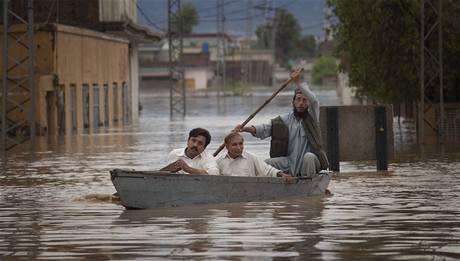 Po monzunech se pod vodou ocitly celé pákistánské vesnice