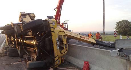 Převrácený jeřáb na 11. kilometru zablokoval dálnici D1 směrem na Prahu (30.7. 2010)