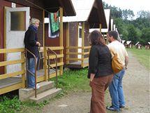 Úřednice z ministerstva školství na kontrole letního tábora. (Kláskův mlýn, Police na Třebíčsku, 27.7. 2010)