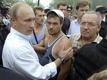 Do postižených oblastí přijel i premiér Vladimir Putin