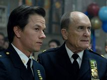 z filmu Noc patří nám (Mark Wahlberg a Robert Duvall)