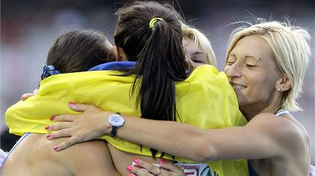 Ukrajinské sprinterky získaly ve štafetě na 4x100 metrů zlaté medaile.