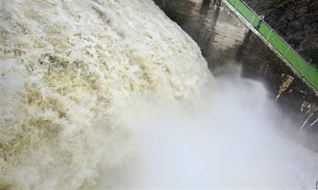 Zvýšený průtok Znojemské přehrady jako důsledek preventivního upouštění Vranovské přehrady (6. srpna 2010)