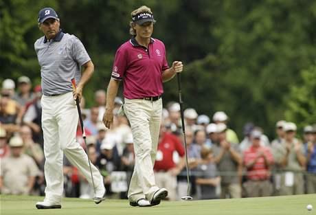 Fred Couples (vlevo) a Bernhard Langer při US Senior Open