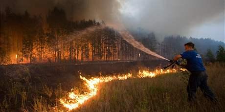 Plameny ruských požárů pohlcují desítky tisíc hektarů lesa