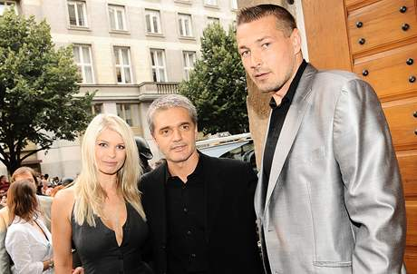 Petr Jákl s manželkou Romanou a Konstantin Lavroněnko