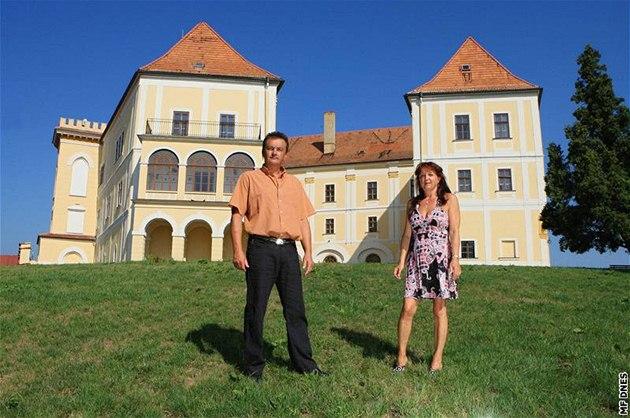 Kdy� na zámek Letovice man�elé Vav�í�kovi p�i�li poprvé, byl vybydlený, bez oken