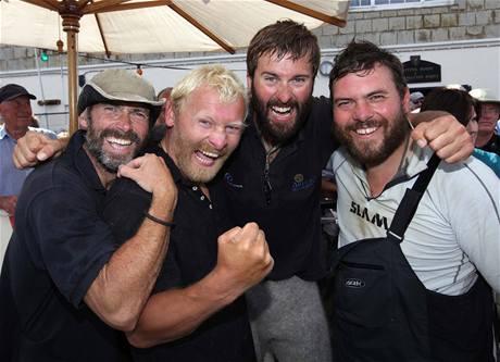V JEDNOM KUSE A ŠŤASTNÍ. Kvartet mořeplavců, který přeplul Atlantik za 43 dnů.
