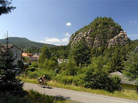 Skalní masiv Oybin, vlevo vrchol Hvozd