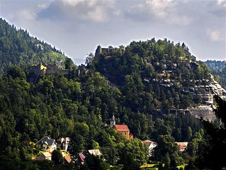 Celkový pohled na hrad a klášter Oybin
