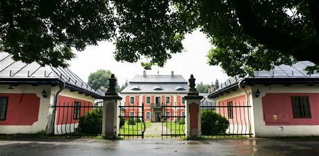 Zámeček Karlštejn nedaleko Svratouchu leží přesně na evropském rozvodí.