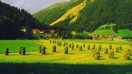 Sušení trávy v Tyrolsku