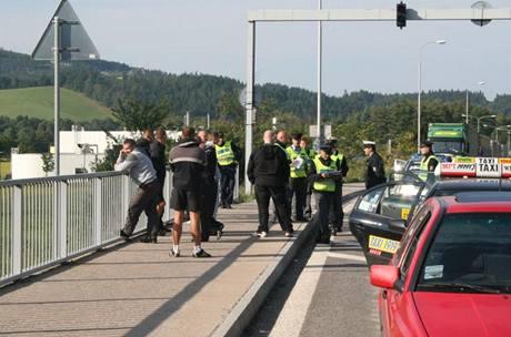 Česká i polská policie se snažila dopadnout chuligány