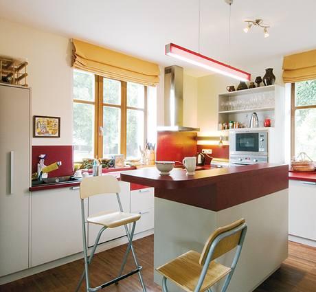 Kuchyňská linka i nábytek jsou dílem Milana Brychty podle návrhu studia New Work