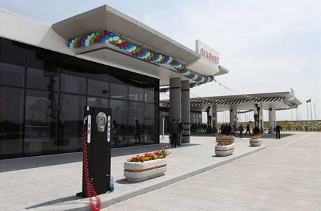 První čerpací stanice Socar, kde byl využit hi-tech povrchový materiál corian® pro vnější obklady všech stavebních konstrukcí