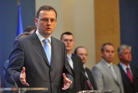 Členové obnovené Národní ekonomické rady vlády NERV se sešli na prvním jednání. (5. srpna 2010)