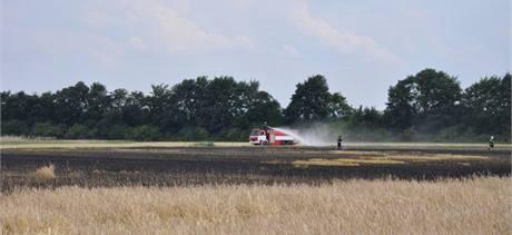 Na poli mezi Klopotovicemi a Věrovany na Prostějovsku shořelo nakonec pět hektarů plochy.