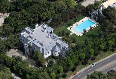 Luxusní dům, v němž v Kalifornii zemřel ve věku 50 let Michael Jackson