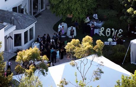 Robbie Williams se oženil s Aydou Fieldovou, svatba proběhla ve zpěvákově domě v Beverly Hills