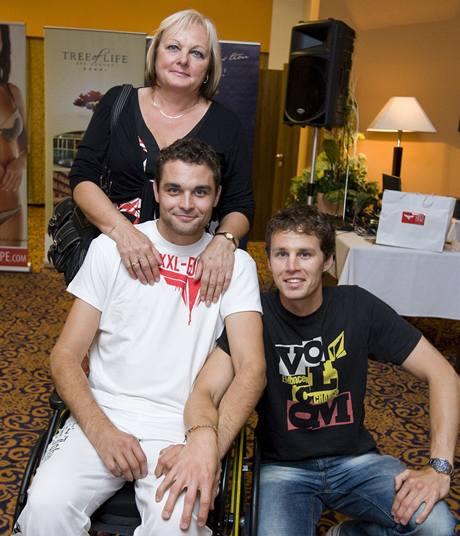 Martin Zach s maminkou a bratrem